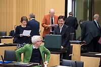 DEU, Deutschland, Germany, Berlin, 16.12.2016: Der Chef der Thüringer Staatskanzlei und Minister für Kultur, Benjamin Immanuel Hoff (Die Linke) und die Thüringer Finanzministerin Heike Taubert (SPD) bei einer Sitzung im Bundesrat.