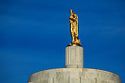 USA, Oregon, Salem, State Capitol State Park, pioneer statue on top of Oregon State Capitol.
