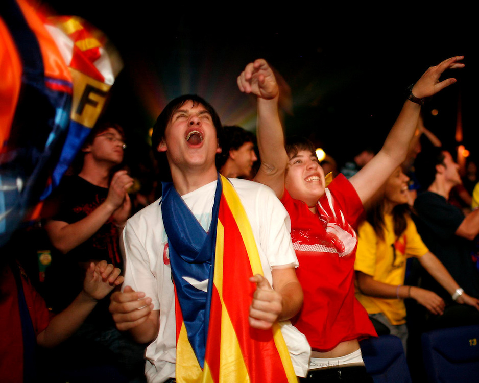 2009. May, 27. Aficionados del F.C. Barcelona celebran en Girona la tercera Champions League que su equipo ha conseguido ante el Manchester United en la final disputada en Roma..COPYRIGHT: TONI VILCHES FOTOGRAFIA.