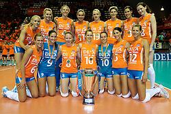 18-09-2011 VOLLEYBAL: DELA TROPHY NEDERLAND - TURKIJE: ALMERE<br /> Nederland wint met 3-0 van Turkije en wint hierddor de DELA Trophy / Nederlands team met de DELA trophy<br /> ©2011-FotoHoogendoorn.nl