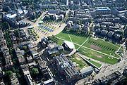 Nederland, Amsterdam, Museumplein, 25-09-2002; linksboven Rijksmuseum dan diagonaal naar beneden de Paulus Potterstraat met Van Gogh Museum (inclusief nieuwbouw) en Stedelijk Museum met Sandbergvleugel; vogelvlucht, panorama, bouwblok, stedelijke bebouwing, wonen, cultuur, musea, kunst, stadsgezicht, stadsgroen, manifestaties,stadsdeel Oud-Zuid;<br /> luchtfoto (toeslag), aerial photo (additional fee)<br /> foto /photo Siebe Swart