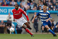 Photo. Leigh Quinnell.  Reading v Nottingham Forest Coca Cola championship. 16/04/2005. Nottingham Forests Darryl Powell breaks away from Readings Steve Sidwell.
