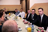 Wies Brzoski-Gromki, woj. podlaskie, 01.02.2020. Spotkanie lidera PSL i kandydata tej partii w wyborach prezydenckich Wladyslawa Kosiniaka-Kamysza z wolontariuszami z powiatu wysokomazowieckiego N/z Wladyslaw Kosiniak-Kamysz ( L ) lider PSL rozmawia z dzialaczami partii fot Michal Kosc / AGENCJA WSCHOD