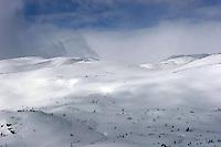 Skiftende skydekke på vinterfjellet, clouds in the mountains