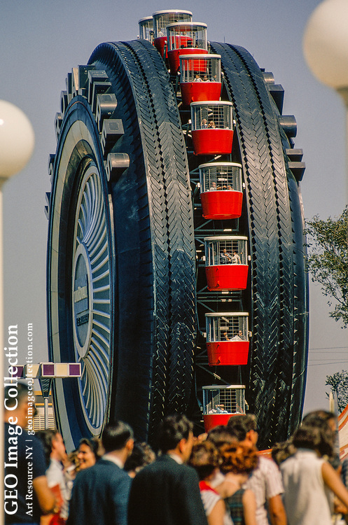 United States Rubber's ferris wheel looks like a giant whitewall tire.
