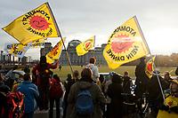 28 OCT 2010, BERLIN/GERMANY:<br /> Demonstration anl. der Abstimmung des Bundestages ueber die Verlaengerung der Laufzeiten fuer Atomkraftwerke, vor dem Reichstagsgebaeude<br /> IMAGE: 20101028-01-033<br /> KEYWORDS: Demo, Demonstranten, Protest, Anti-Atom-Demo, Anti-Kernkraft-Demo, Verlängerung der Laufzeiten, Laufzeitverlängerung, Laufzeitverlaengerung, AKW