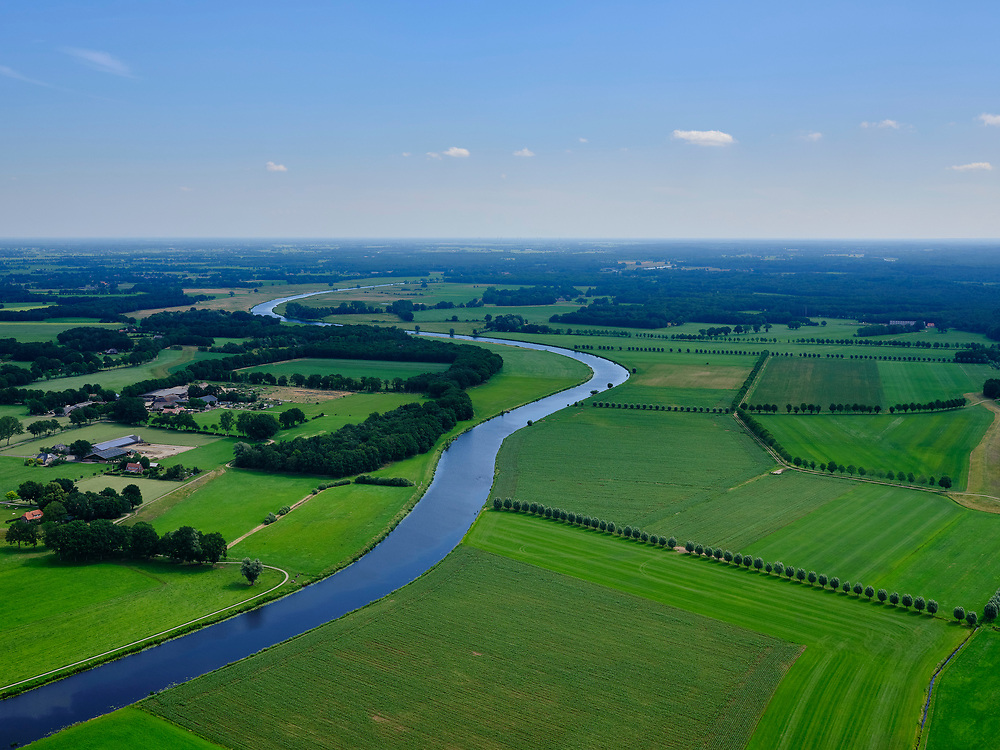 Nederland, Overijssel, Gemeente Dalfsen ; 21–06-2020; Salland, Vechtdal, de Overijsselse Vecht (Overijsselsche Vecht) tussen Dalfsen en Ommen<br /> Salland region, river Vecht.<br /> aerial photo (additional fee required)<br /> copyright © 2020 foto/photo Siebe Swart