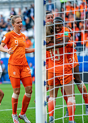 20-06-2019 FRA: Netherlands - Canada, Reims<br /> FIFA Women's World Cup France group C match between Netherlands and Canada at Stade Auguste Delaune / Lineth Beerensteyn #21 of the Netherlands scores the 2-1 and celebrate Jill Roord #19 of the Netherlands, Vivianne Miedema #9 of the Netherlands, Daniëlle van de Donk #10 of the Netherlands