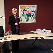 Nederland, Doetinchem, 20081128..Sarien Shkolnik achter haar bureau. Lid van het College van Bestuur van het Graafschap College....