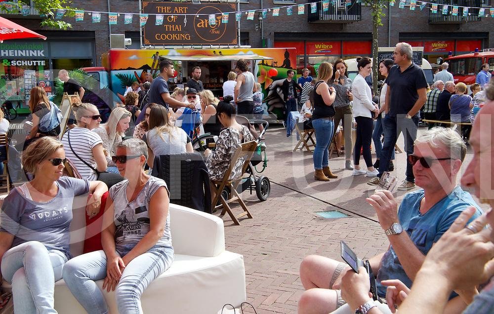 HARDENBERG - FOODFESTIVAL.<br /> Foto: Familie en vrienden treffen.<br /> FFU PRESS AGENCY COPYRIGHT FRANK UIJLENBROEK