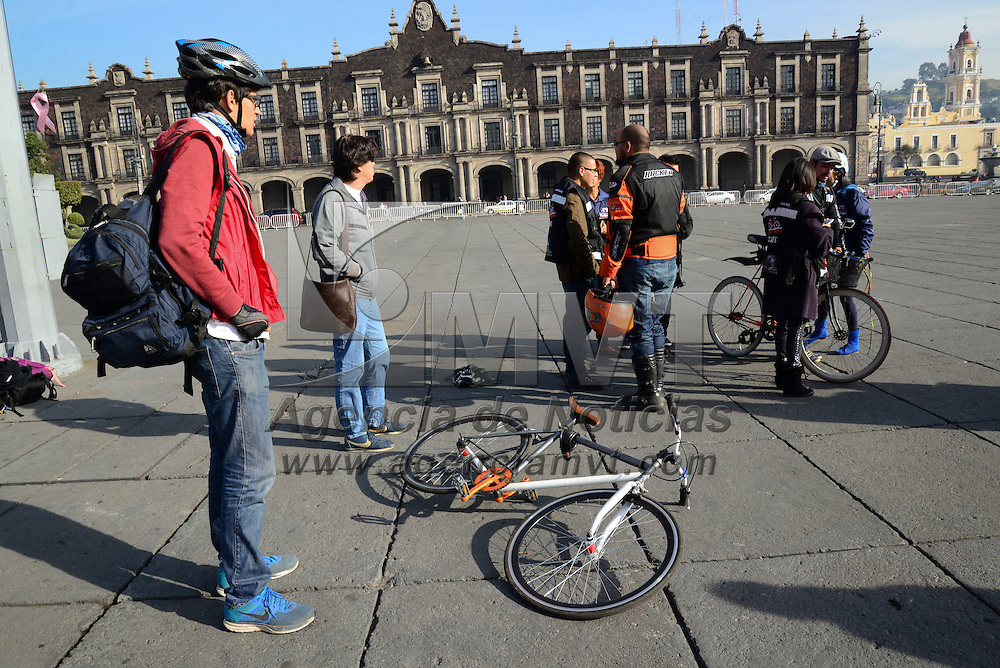 Toluca, Méx.- Los resultados del llamado  Desafío Modal 2015, organizado por el Consejo de Movilidad del Valle de Toluca, demostraron que la bicicleta es el medio de transporte más eficiente en la ciudad de Toluca, al realizarse la comparación de recorridos en bicicleta, automóvil, transporte público y a pie. Agencia MVT / Crisanta Espinosa