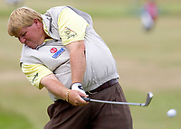 Golf<br /> Foto: SBI/Digitalsport<br /> NORWAY ONLY<br /> <br /> 2005 Open Championship, St. Andrews.<br /> Friday 15/07/2005<br /> <br /> John Daly powers away a tee shot at 17th