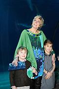 Lancering van het nieuwe (voor)leesboek Mr Finney en de andere kant van het water van Prinses Laurentien en Sieb Posthuma het Oceanium van Diergaarde Blijdorp in Rotterdam. <br /> <br /> Op de Foto:<br /> <br />  Prinses Laurentien met haar kinderen Claus-Casimir en Eloise