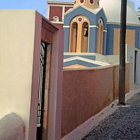 Europe, Mediterranean, Aegean, Greece, Greek Islands, Santorini, Thira. Scenic lane of Santorini.