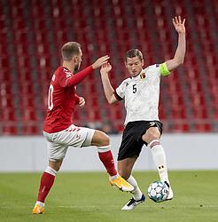 Jan Vertonghen (Belgien) presses af Christian Eriksen (Danmark) under UEFA Nations League kampen mellem Danmark og Belgien den 5. september 2020 i Parken, København (Foto: Claus Birch).