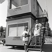 NLD/Huizen/19920707 - Nieuwe strandpost voor de strandwachten Huizen