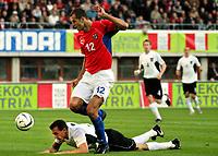 Fotball<br /> Kvalifisering til EM 2004<br /> Østerrike v Tsjekkia<br /> 11.10.2003<br /> Norway Only<br /> Foto: Digitalsport<br /> <br /> Martin Stranzl (AUT) - Vratislav Lokvenc (CZE)