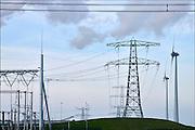 Nederland, Groningen, 15-4-2015In de Eemshaven wordt veel elektriciteit geproduceerd. Hoogspaninngsmasten en een verdeelstation brengen deze verder het land in.FOTO: FLIP FRANSSEN/ HOLLANDSE HOOGTE