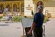 Malarz na deptaku w Krynica Zdrój, Polska Painter on the promenade in Krynica Zdrój, Poland