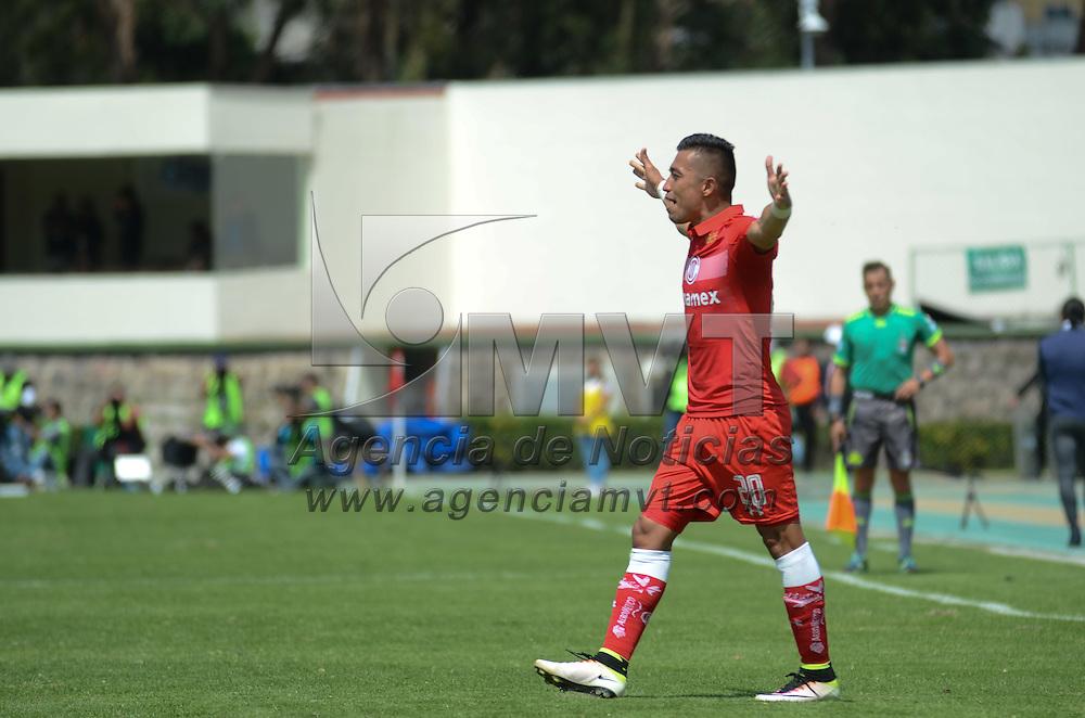 Toluca, México (Octubre 16, 2016).- Durante el encuentro entre los Diablos Rojos del Toluca ante los Pumas de la UNAM, con un marcador final de 2-1 a favor del equipo escarlata.  Agencia MVT / Arturo Hernández.