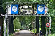 Nederland, Nijmegen, 21-6-2016Op Heumensoord wordt het kamp, verblijf voor de sporters, deelnemers aan de special olympics, in gereedheid gebracht  door militairen van defensie . Het kamp is achtergelaten door het coa en hoeft slechts op enkele onderdelen worden aangepast. Na dit sportevenement zal het nog dienstdoen als  onderkomen voor de militairen die daaraan deelnemen . De Special Olympics zijn de olympische spelen voor sporters met een geestelijke beperkingFOTO: FLIP FRANSSEN