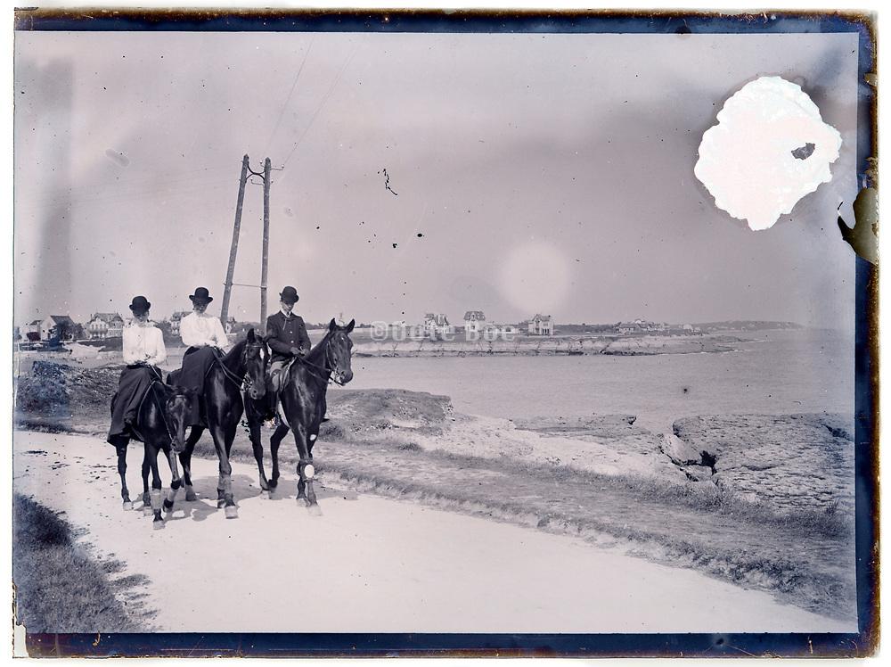 recreational horseback riding 1900s France