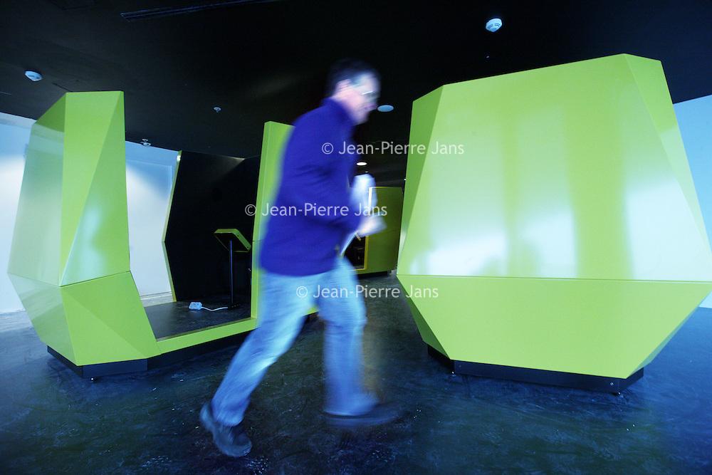 Nederland, Amsterdam , 27 februari 2012..Het EYE Film Instituut Nederland in Amsterdam is gewijd aan cinematografie. EYE, ook wel geschreven als eye, ontstond op 31 december 2009 door de fusie van het Filmmuseum, het Nederlands Instituut voor Filmeducatie, de Filmbank en Holland Film. [1].Op 5 april 2012 opent EYE een nieuw gebouw aan de noordoever van het IJ, tegenover het Centraal Station, in de nieuwe Amsterdamse stadswijk Overhoeks. Aan het gebouw, ontworpen door het Oostenrijkse architectenbureau Delugan Meissl, wordt sinds 2009 gebouwd..EYE neemt deel aan het samenwerkingsverband Cineville..Op de foto in het souterrain de interactieve communicatie ruimte met kubussen waar men kan internetten etc...The new building for the institute for cinomatography in North Amsterdam.