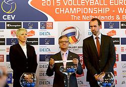 12-11-2014 BEL: Loting EK volleybal 2015 vrouwen, Antwerpen<br /> In het Antwerpse stadhuis werd door de Nederlandse-, Belgische volleybalbond en de CEV de loting voor het EK vrouwen verricht / Toernooi directeur Peter Blange goochelde de verkeerde balletjes voor Oranje. Een van de tegenstanders is Italie