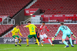 Stoke City's Tom Ince tries to find a route to the Norwich goal - Mandatory by-line: Nick Browning/JMP - 24/11/2020 - FOOTBALL - Bet365 Stadium - Stoke-on-Trent, England - Stoke City v Norwich City - Sky Bet Championship