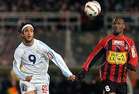 Fotball<br /> Nice - Olympique Marseille<br /> 29. februar 2004<br /> Foto: Digitalsport<br /> Norway Only<br /> <br /> MIDO (OM) / NOE PAMAROT (NICE)  *** Local Caption *** 40001060