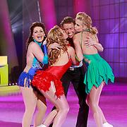 NLD/Hilversum/20110326 - 9de Liveshow Sterren Dansen op het IJs, Michael Boogerd, Monique Smit, Jenny Smit en Sieneke Peeters voeren tesamen een show op