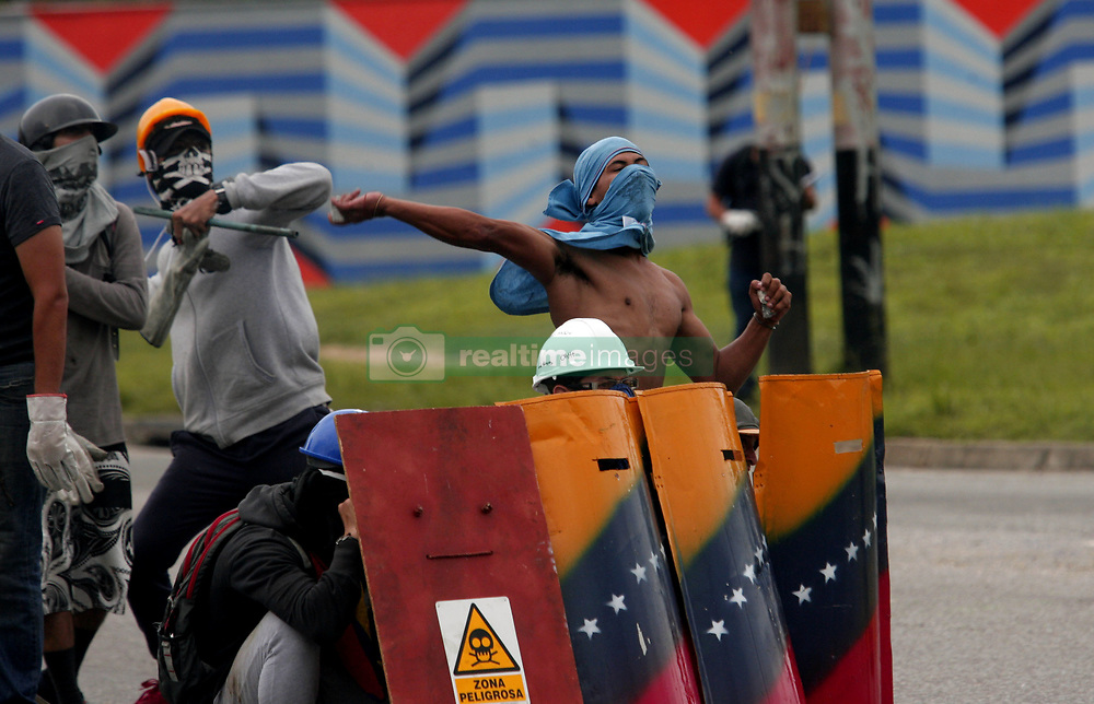 July 27, 2017 - Valencia, Carabobo, Venezuela - Resistance activists and police forces they faced each other on the second day of the strike and general strike convened by the democratic unity force, MUD (for its acronym in Spanish). The confrontation took place in several cities and the photos belong to Ma–ongo, Valencia, Carabobo state. Venezuela. Photo: Juan Carlos Hernandez (Credit Image: © Juan Carlos Hernandez via ZUMA Wire)