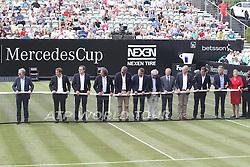 07.06.2015, Tennis Club Weissenhof, Stuttgart, GER, ATP Tour, Mercedes Cup Stuttgart, im Bild Symbolisches Netzspannung aller Beteiligten // during the Mercedes Cup of ATP world Tour at the Tennis Club Weissenhof in Stuttgart, Germany on 2015/06/07. EXPA Pictures © 2015, PhotoCredit: EXPA/ Eibner-Pressefoto/ Langer<br /> <br /> *****ATTENTION - OUT of GER*****