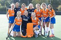 BLOEMENDAAL  - BLOEMENDALERS  Laurien Boot (Bldaal) ,coach Dave Smolenaars (Bldaal) ,Malou Nanninga (Bldaal) , keeper Mischa Timmerman (Bldaal) , Nine Rijna (Bldaal) , Cis van der Salm (Bldaal) , Pien Tol (Bldaal) , Lilli de Nooijer (Bldaal), keeper Danique Visser (Bldaal) en Annelies Pos (Bldaal) .   Dames I HC Bloemendaal, seizoen 2021/2022. COPYRIGHT KOEN SUYK