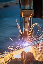 THEMENBILD - eine Plasmaschneidmaschine beim Stahlschnitt, aufgenommen am 12. Mai 2017 in Bruck an der Grossglocknerstrasse, Österreich // A plasma cutting machine during steel cutting on 2017/05/12, Bruck an der Grossglocknerstrasse, Austria. EXPA Pictures © 2017, PhotoCredit: EXPA/ JFK