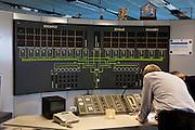 Nederland, Zeeland, Neeltje Jans, 16-04-2009; Ir. J.W. Topshuis, interieur van het Dienstgebouw Stormvloedkering Oosterschelde, het commandocentrum tijdens een zgn. noodsluiting. Bij dit  testen moet de eigen elektriciteitscentrale van de kering automatisch opstarten en koppelt het  systeem zichzelf los van het landelijk elektriciteitsnet. Op de foto geven de groene lichtjes de energievoorziening weer (midden onder de verbinding met het landelijk net). Bovenste deel van het tableau een weergave van de schuiven die de drie zeearmen, Roompot, Schaar en Hammen gaan sluiten. Op deze foto alles stand-by (ook volgende foto)<br /> Bij een zogenaamde 'noodsluiting' wordt de kering door het computergestuurde besturing systeem volledig automatisch gesloten (het syteem wordt voor de gek gehouden door het handmatig omhoog draaien van de vlotters die de waterstand meten) <br /> Ir. J.W. Tops House, interior of the Service Building Oosterschelde storm surge barrier: display of electricty system (the green lights) and top of the display, the actual barrier (which consists of three parts of the estuary). When testing a so-called emergency closure, the computerized control system automatically starts the generators and disconnetcts from the national network. During the emergency closure test, the system is fooled by manually turning up the floats that measure the water height)<br /> foto/photo Siebe Swart