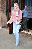 Kate Hudson Leaves New York Hotel