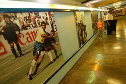 Maracanã, símbolo mundial da pátria de chuteiras, guarda a história do esporte que é a cara do Brasil. Seu nome oficial, Estádio Jornalista Mário Filho, é uma homenagem a um dos mais importantes jornalistas brasileiros e fundador do Jornal dos Sports. Em 16 de junho de 1950, o Maracanã foi inaugurado com um jogo entre cariocas e paulistas, com o eterno Didi marcando o primeiro gol de placa da história do estádio. Desde então, foi palco de grandes conquistas do futebol brasileiro, dentre elas, a decisão do mundial de clubes em 1963. FOTO: Jefferson Bernardes/Preview.com