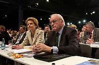 """01 DEC 2003, BERLIN/GERMANY:<br /> Roman Herzog, Bundespraesident a.D. und Vorsitzender der CDU Kommission """"Soziale Sicherheit"""", und seine Ehefrau Alexandra Freifrau von Berlichingen, 17. CDU Parteitag, Messe Leipzig<br /> IMAGE: 20031201-01-158<br /> KEYWORDS: party congress, Rentenkommission"""