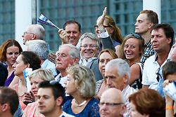 16-07-2014 NED: FIVB Grand Slam Beach Volleybal, Apeldoorn<br /> Burgemeester John Berends van Apeldoorn geniet zichtbaar van het Beachvolleybal in zijn stad<br /> ©2014-FotoHoogendoorn.nl / Pim Waslander