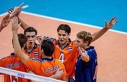 29-09-2002 ARG: World Championships Netherlands - Greece, Salta<br /> Nico Freriks, Reinder Nummerdor, Jochem de Gruijter<br /> Griekenland - Nederland  0-3<br /> WORLD CHAMPIONSHIP VOLLEYBALL 2002 ARGENTINA<br /> SALTA / 29-09-2002
