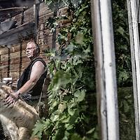 Per Sundall Pedersen. Han kom i 2008 ud for en arbejdsulykke, som gav ham et knæk i ryggen.