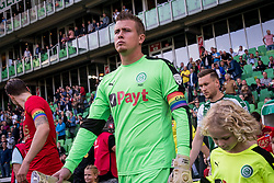 Wout Weghorst of AZ and goalkeeper Sergio Padt of FC Groningen with captaincy during the Dutch Eredivisie match between FC Groningen and AZ Alkmaar at Noordlease stadium on October 15, 2017 in Groningen, The Netherlands