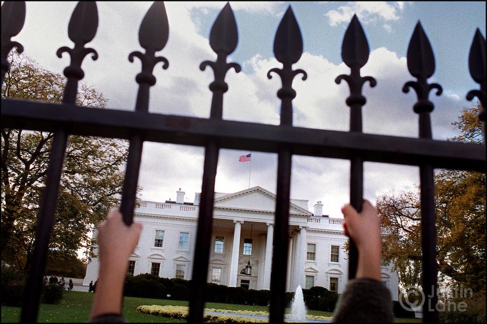 11/09/00--Washington--Attn:WIR--WhiteHouse4/JSL.Photo of the White House through the front fence..Justin Lane for The NEw York Times