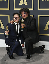 "February 9, 2020, Hollywood, California, USA: Screenwriter Han Jin-won and director Bong Joon-ho, winners of the Original Screenplay, International Feature Film, Directing, and Best Picture awards for ""Parasite,"" pose in the press room of the 92nd Academy Awards on Sunday February 9, 2020 at the Dolby Theater in Hollywood, California. BURT HARRIS/BNS/PI (Credit Image: © Prensa Internacional via ZUMA Wire)"