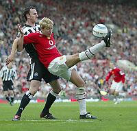 Fotball<br /> England 2004/2005<br /> Foto: SBI/Digitalsport<br /> NORWAY ONLY<br /> <br /> Manchester United v Newcastle United<br /> FA Barclays Premiership<br /> Old Trafford<br /> 24/04/2005<br /> <br /> Manchester's Alan Smith and Newcastle's Andy O'Brien