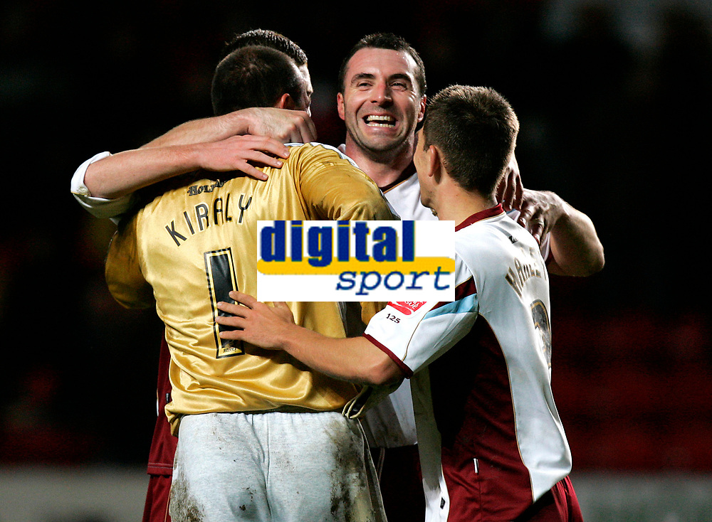 Photo: Tom Dulat/Sportsbeat Images.<br /> <br /> Charlton Athletic v Burnley. Coca Cola Championship. 01/12/2007.<br /> <br /> L to R: Gabor Kiraly, David Unsworth and Jon Harley celebrating won game.
