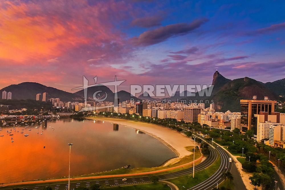 Vista aérea da enseada de Botafogo, na entrada da Baía da Guanabara, com o Cristo Redentor à direita. FOTO: Dani Barcelos/ Agência Preview