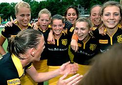 20-05-2007 HOCKEY: FINALE PLAY OFF: DEN BOSCH - AMSTERDAM: DEN BOSCH <br /> Den Bosch voor de tiende keer op rij kampioen van de Rabo Hoofdklasse Dames. In de beslissende finale versloegen zij Amsterdam met 2-0 / Mijntje Donners, Vera Vorstenbosch, Nienke Kremersen Melanie Petit dit de la Roche<br /> ©2007-WWW.FOTOHOOGENDOORN.NL