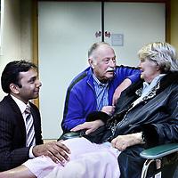 Nederland, Amsterdam , 26 januari 2011..Nierdonor Bep de Dalie, haar man (midden) en Azam Nurmohamed Internist-nefroloog. VU medisch centrum. Bep de Dalie heeft haar man die nierpatient is haar eigen nier gedoneerd..Foto:Jean-Pierre Jans